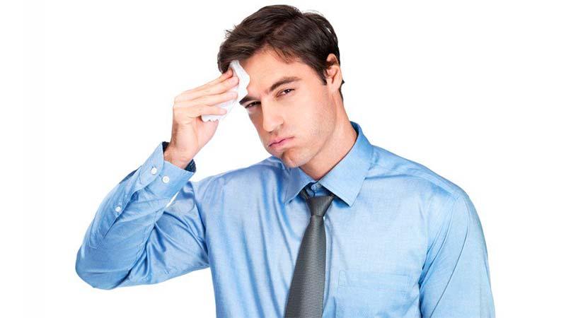 Sudoración repentina, causas y por qué sucede